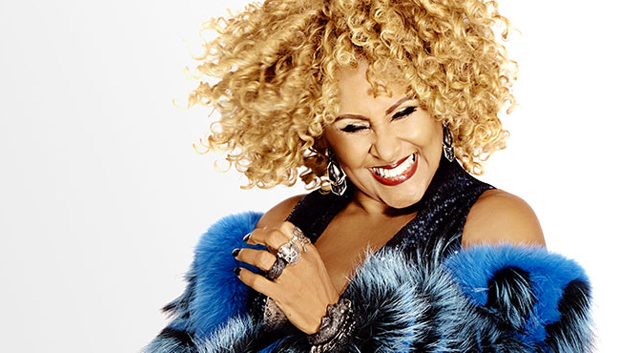"DARLENE LOVE  <H6>IN &quote;LOVE FOR THE HOLIDAYS""  <h6><h5>November 19  </h5>"